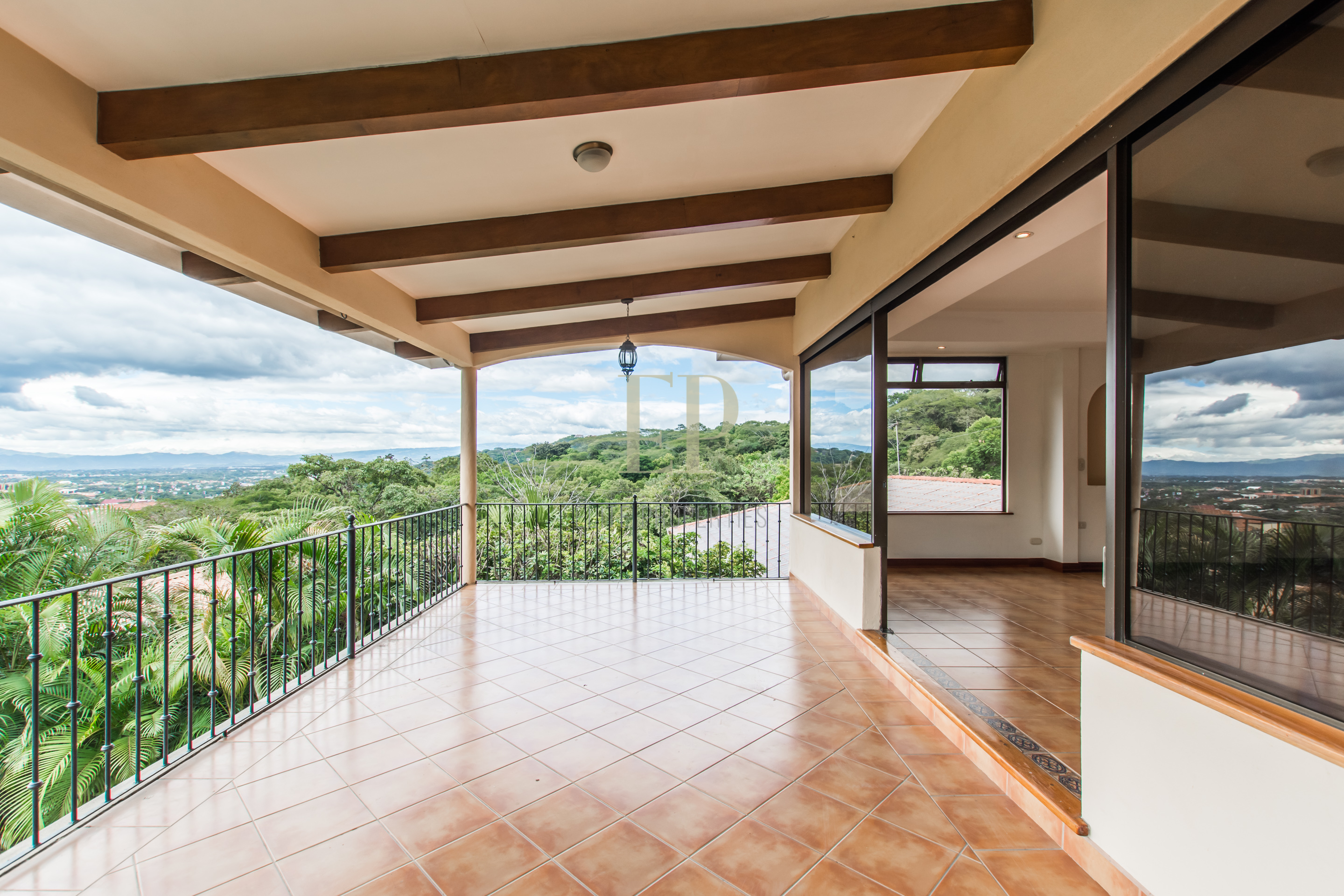 Independent home with garden and spectacular views