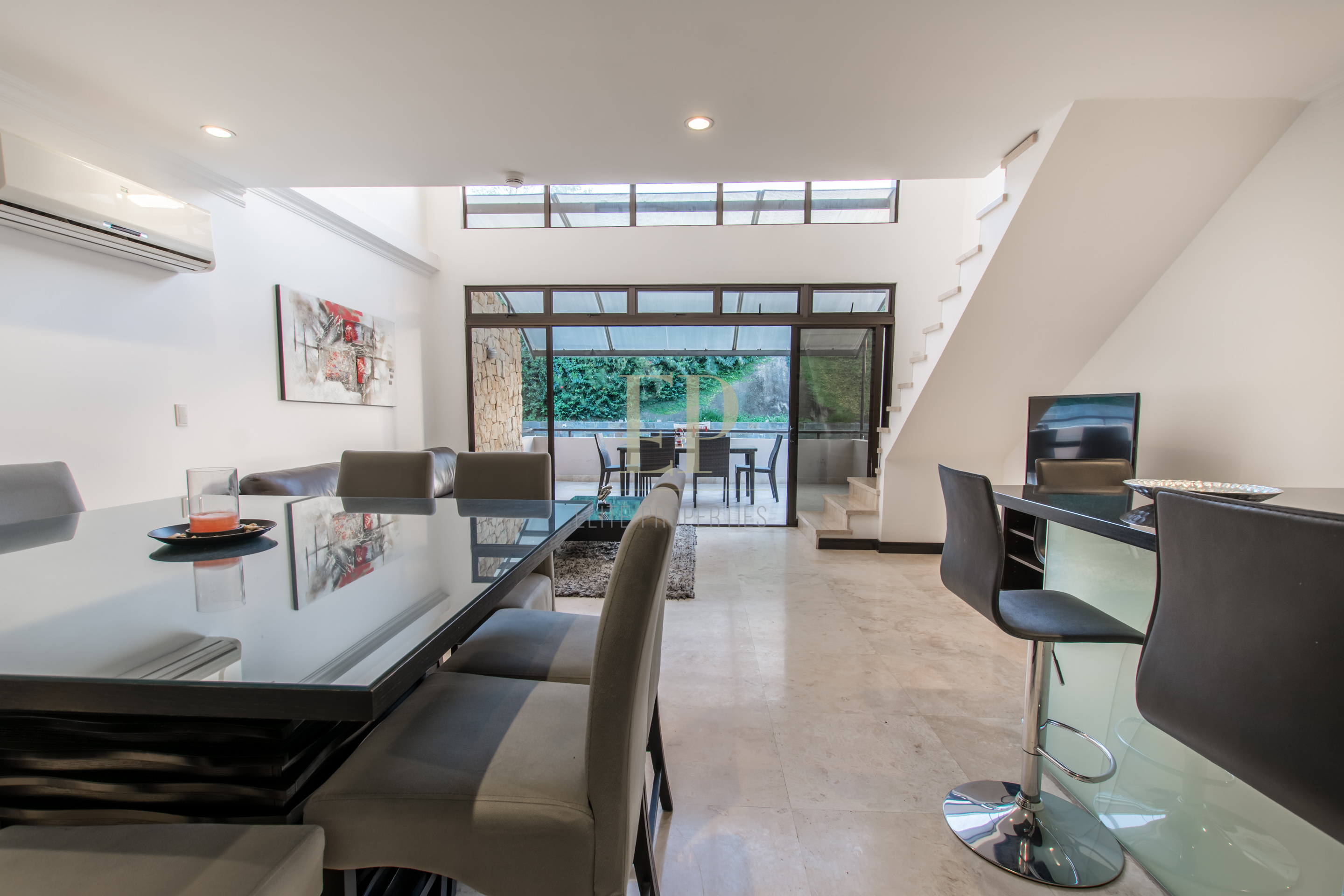 Totally furnished penthouse with terrace and views