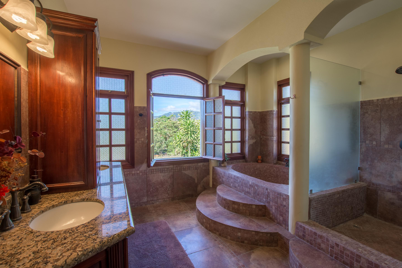 Luxury villa for sale in Atenas