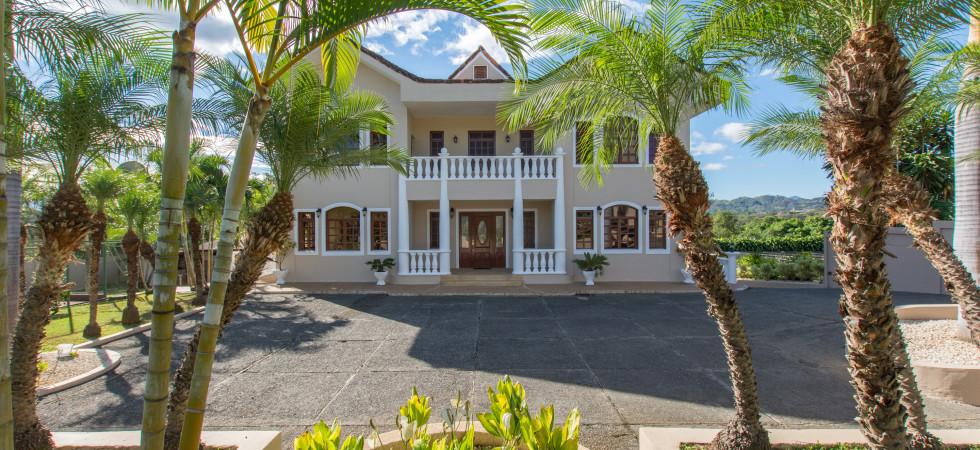Beautiful luxurious Italian estate for sale in Atenas