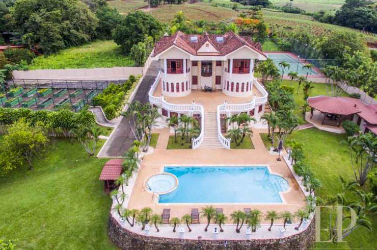 villa for sale atenas