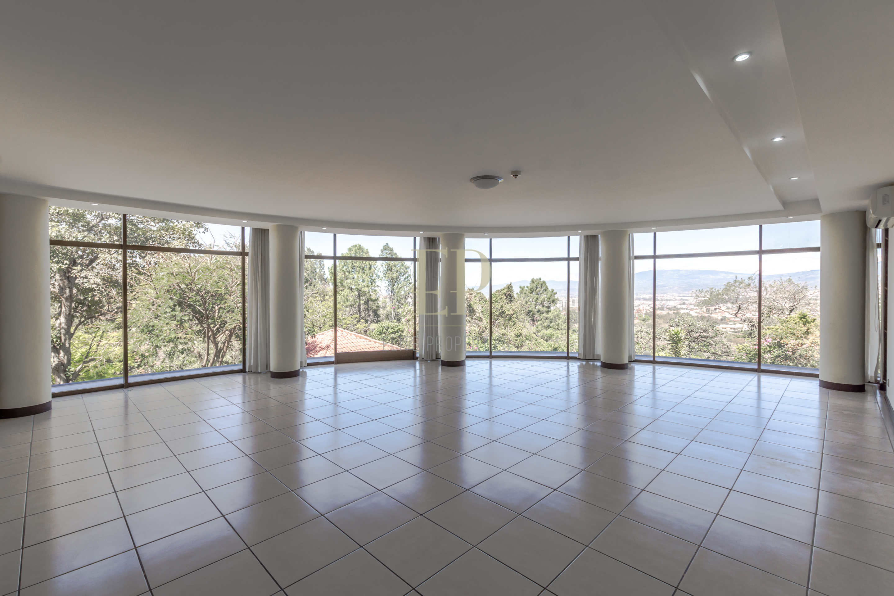 Luxury spacious apartment in Escazu walking distance to bus, Automercado