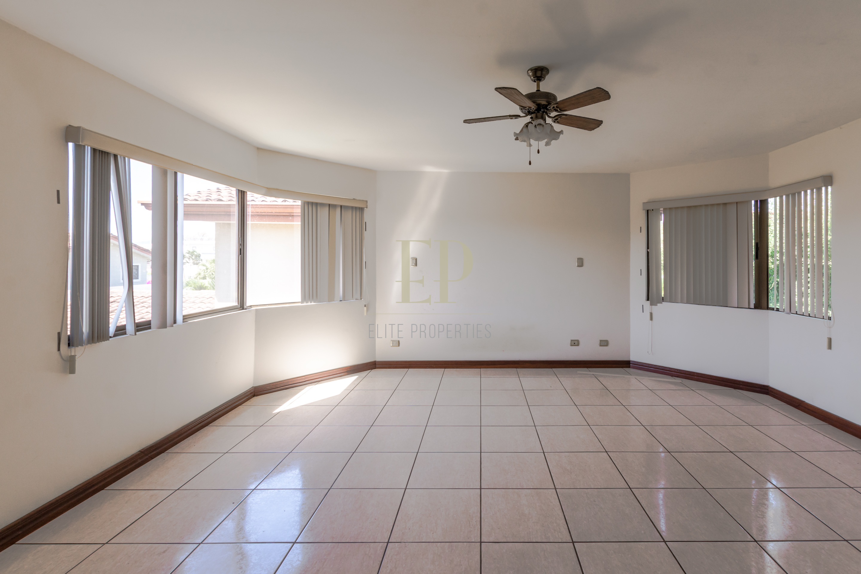 Spacious home in safe condominium, near Forum
