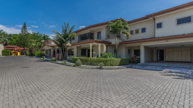 Independent home with patio in condominium near Forum