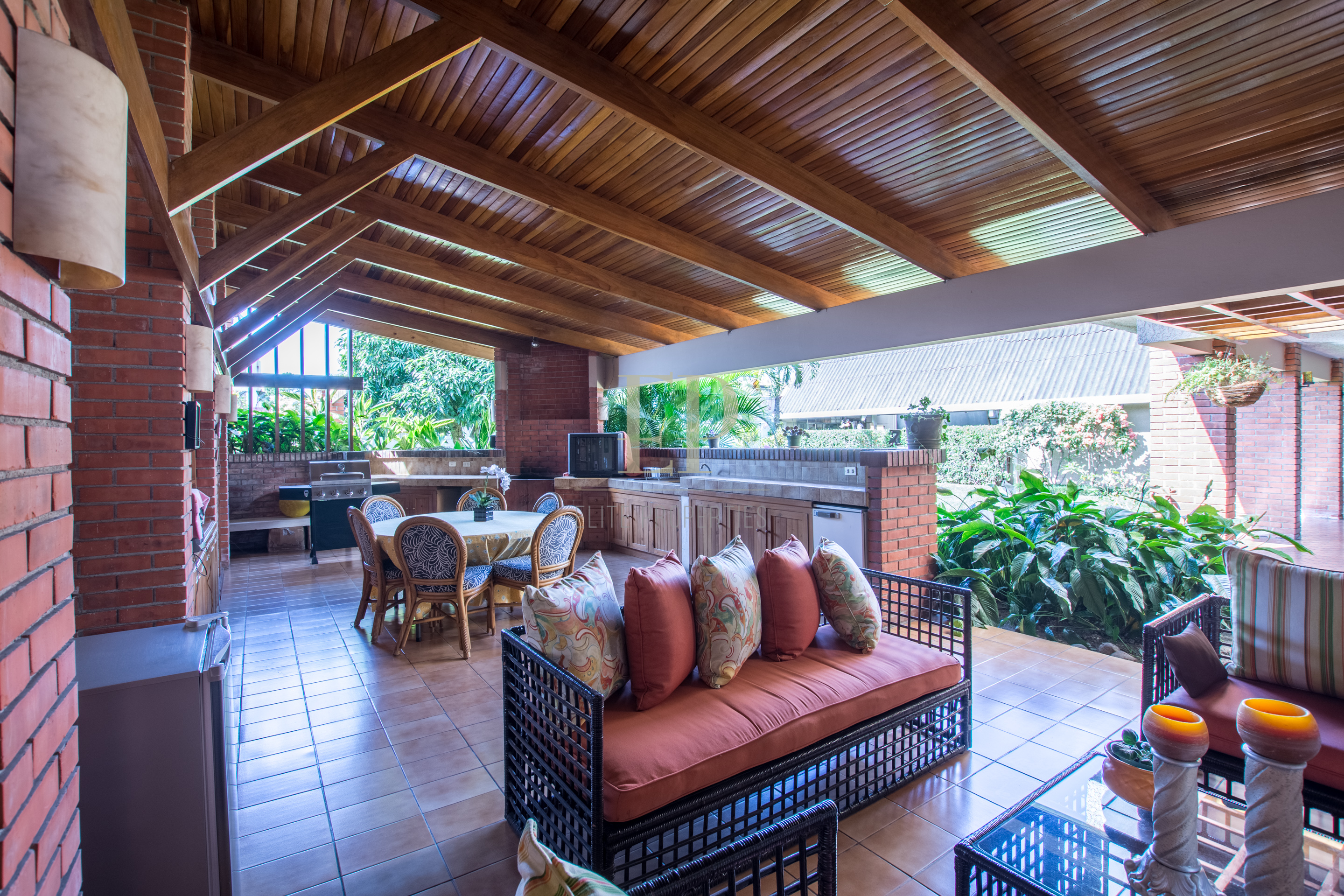 Independent home with very nice backyard in Escazu, Trejos Montealegre