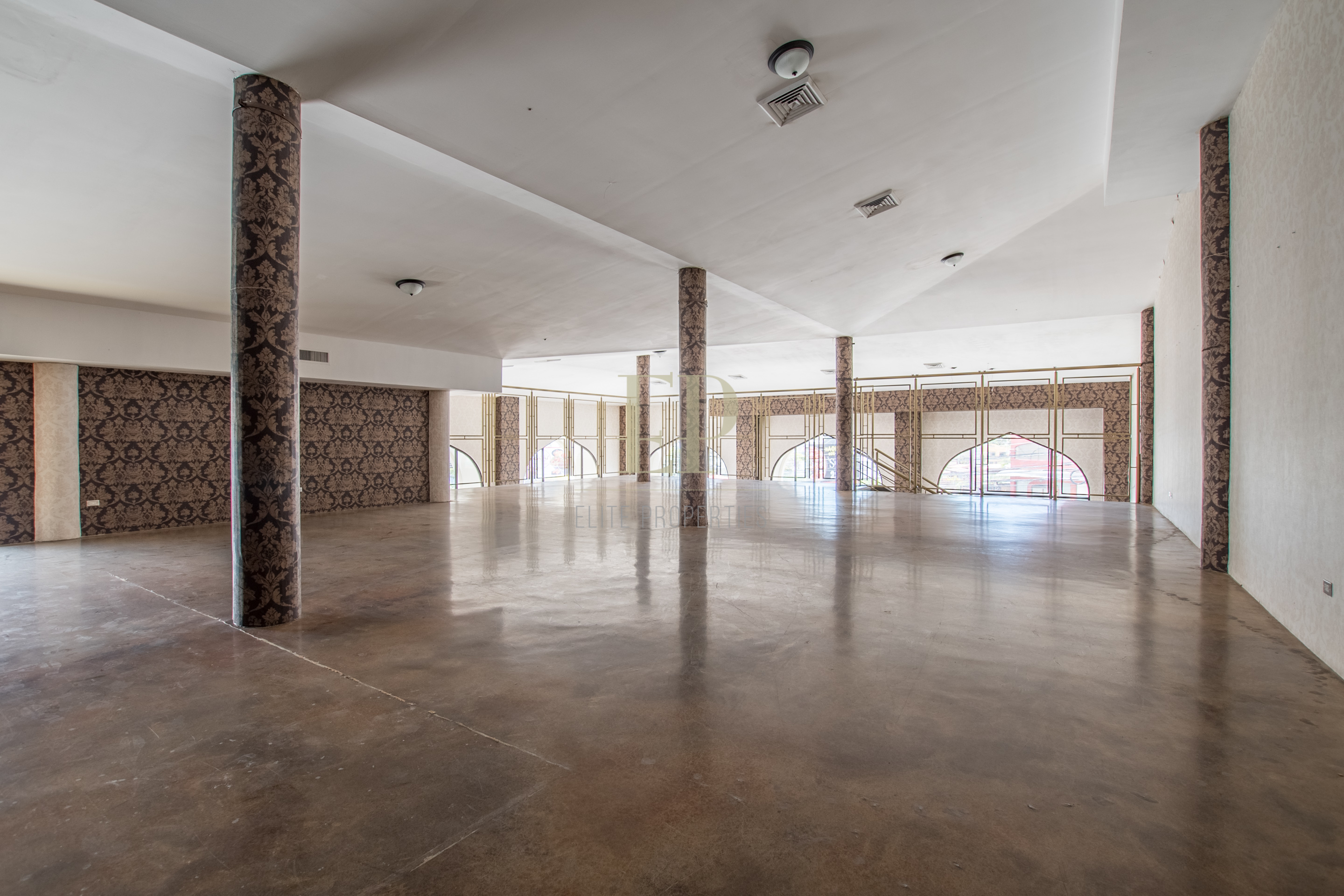 Large commercial local in central location, near Multiplaza