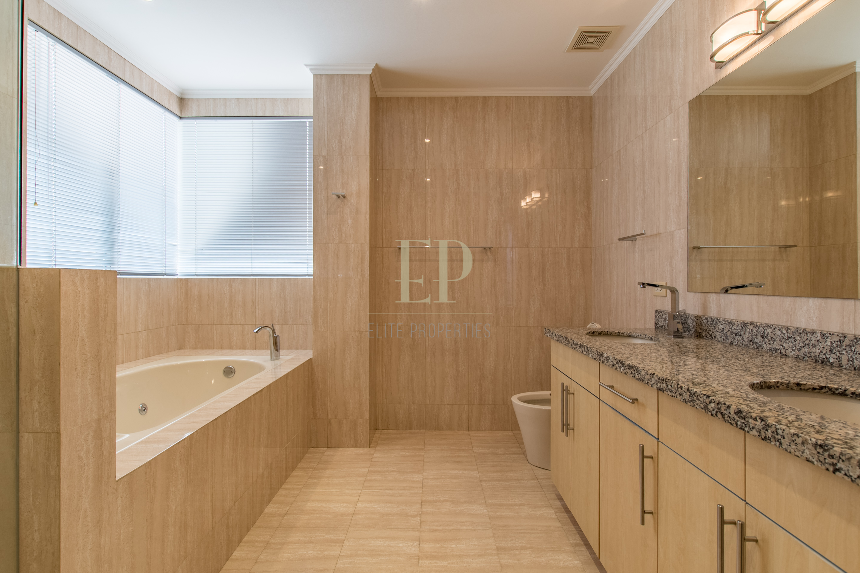 Unfurnished, modern apartment with terrace, views, pool, tennis