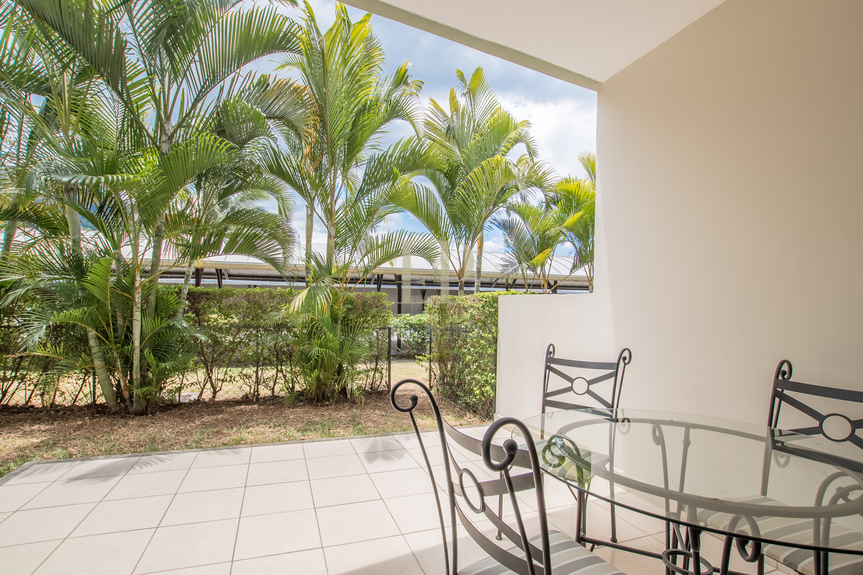 Furnished apartment on the first floor with patio, Avalon Country Club