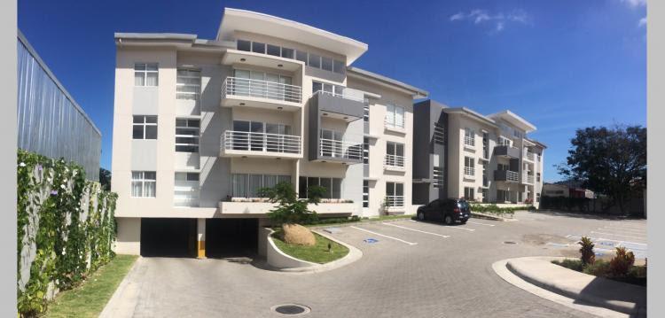 Muy bonito apartamento en el primer piso en venta en Santa Ana