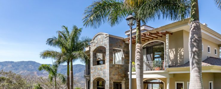 Luxury, furnished mansion in Villa Real prestigious residential