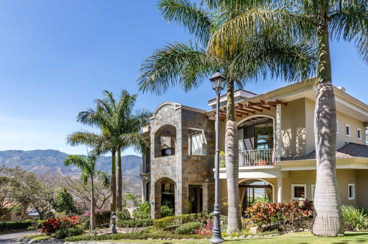 luxury mansion in villa real