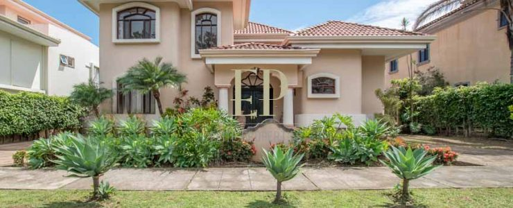 Beautiful, luxurious and stylish home for sale in Valle del Sol