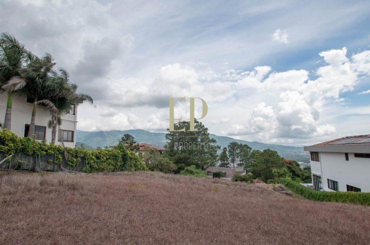 lot with views in prestigious villa real
