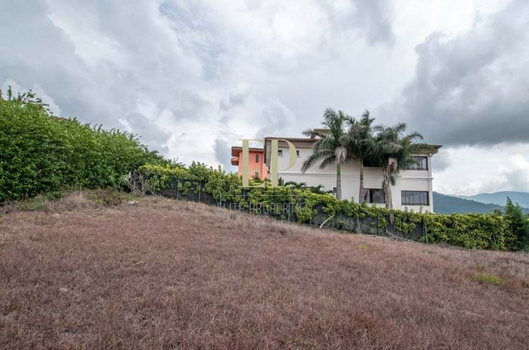 lot with views in prestigious villa real