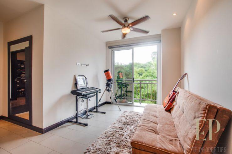 Beautiful, modern apartment nice green views
