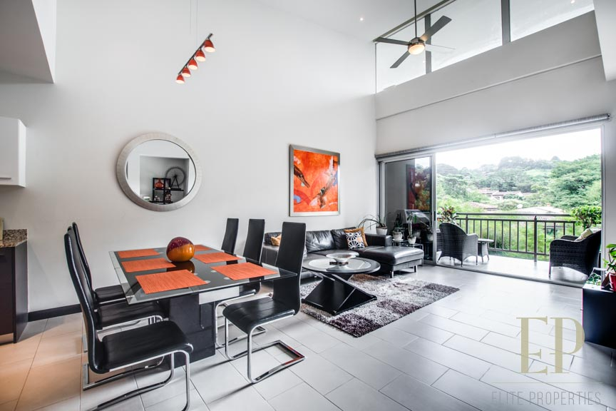 Modern, ample apartment with mountain & green views in central location