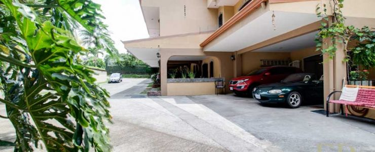 Nice two-story house in condominium near Calle Vieja