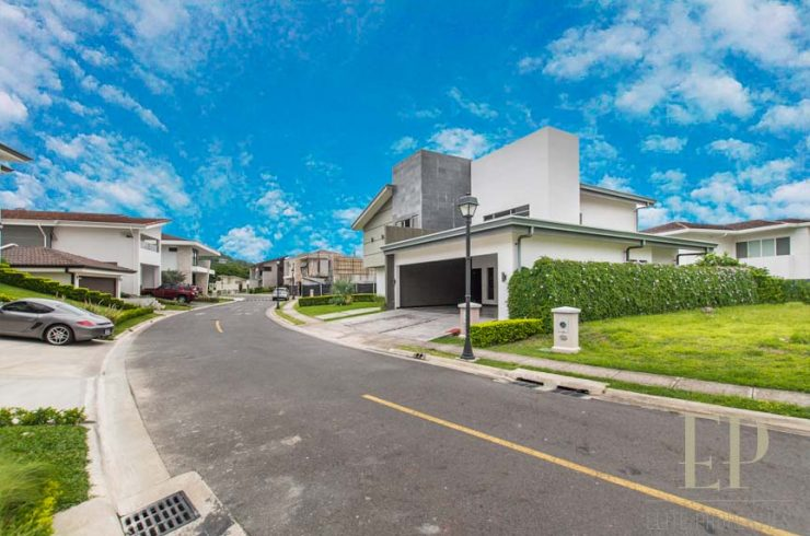 Beautiful, modern home in condominium with great common area