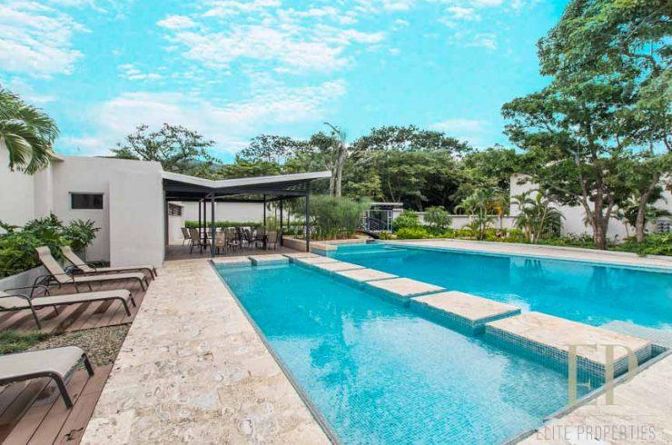Modern townhouse in condominium Brasil de Santa Ana