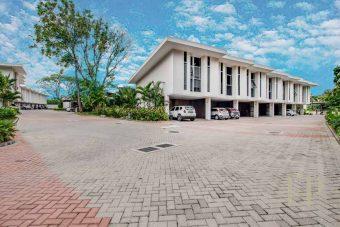 se vende casa en condominio santa anaModern townhouse in condominium Brasil de Santa Ana
