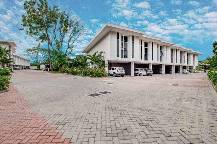 Modern townhouse condominium Brasil de Santa Ana