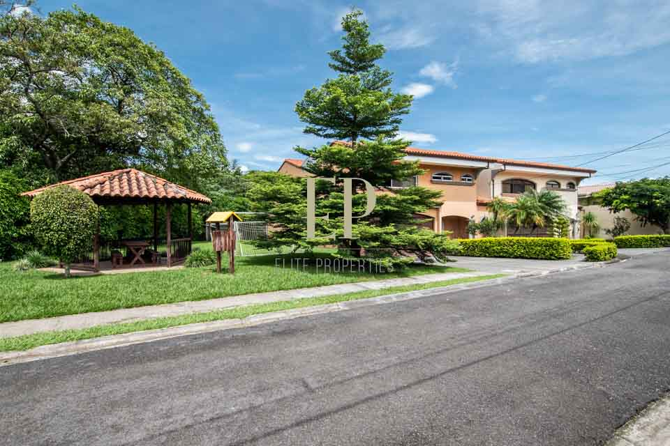 Two story home with spacious garden in safe condominium