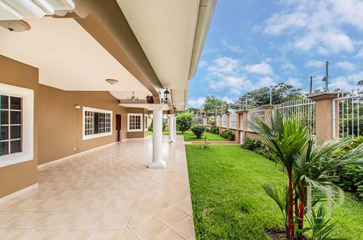 One level home with private pool Rio Oro.