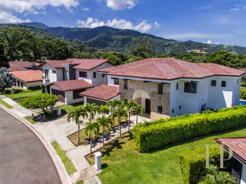 New independent home for sale La Hacienda