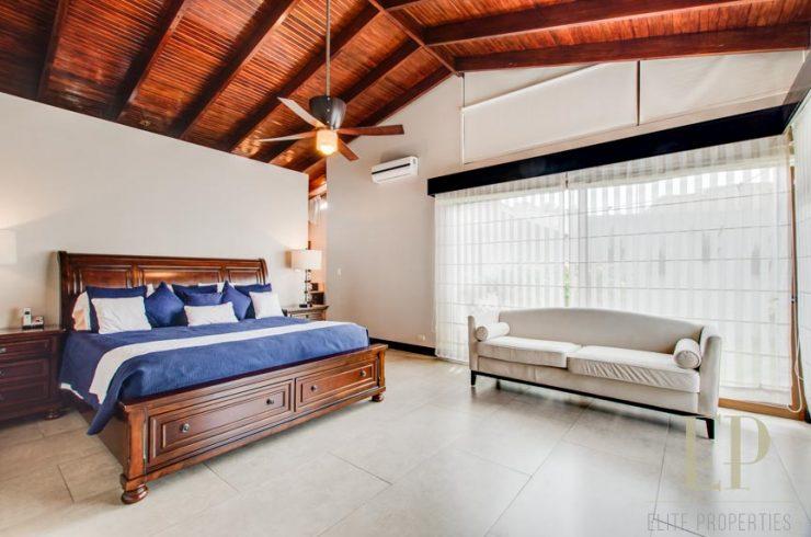Hacienda style one level home with private pool Cariari