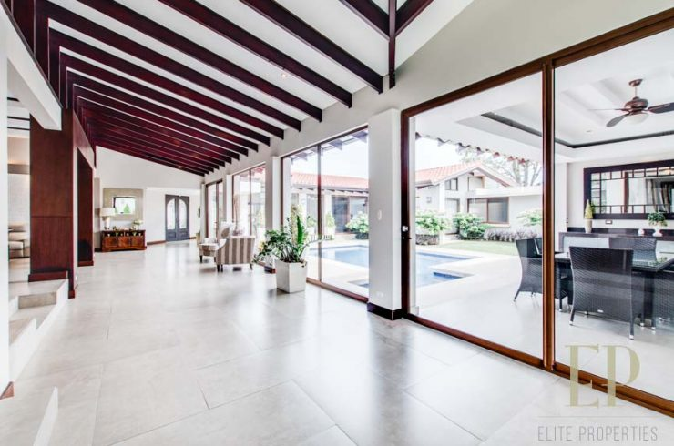 Hacienda style one level home with private pool Cariari