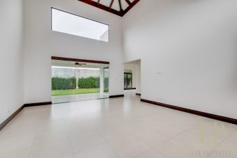 One level home with garden and large kitchen