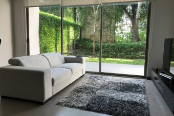 Nice modern, new apartment on the first floor in Santa Ana