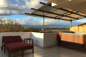 Beautiful Penthouse Santa Ana Avalon Country Club