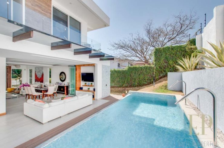 contemporary home with private pool in Valle del Sol