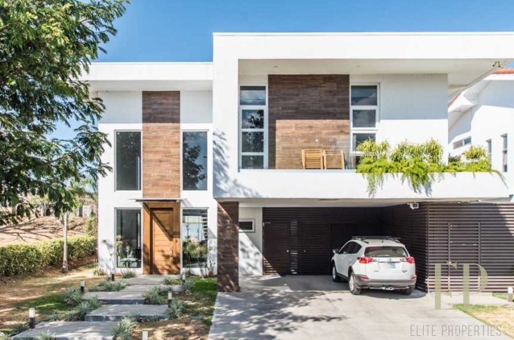 Gorgeous contemporary home with private pool in Valle del Sol