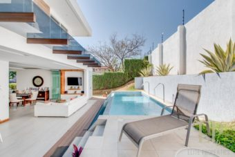 For sale modern home with private swimming pool in Valle del Sol