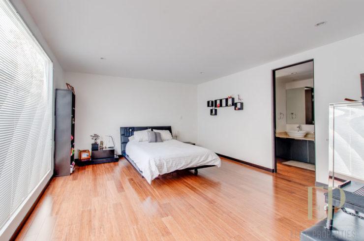 Three story home in condominium in Santa Ana, Pozos