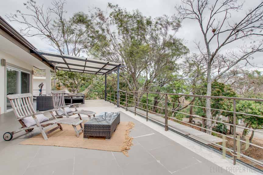 Completely furnished, modern with views, QUIET