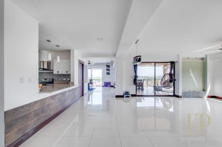 Penthouse in condominium, Santa Ana Pozos