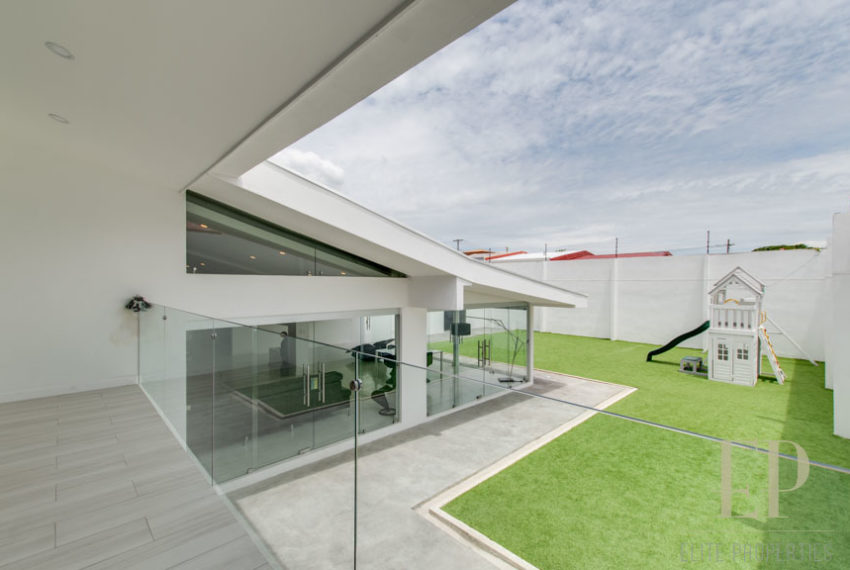 Contemporary house  + apartment in Escazu Los Anonos