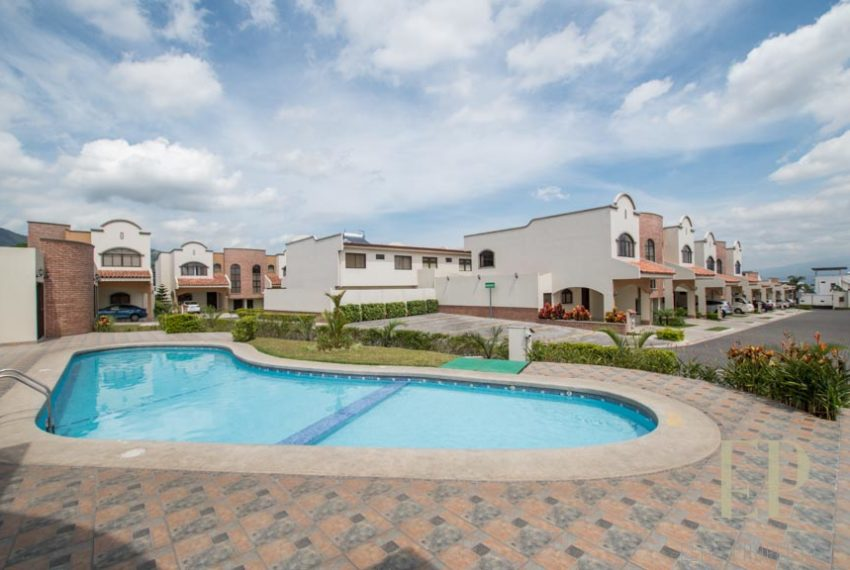 New, one level modern house for sale Bello Horizonte