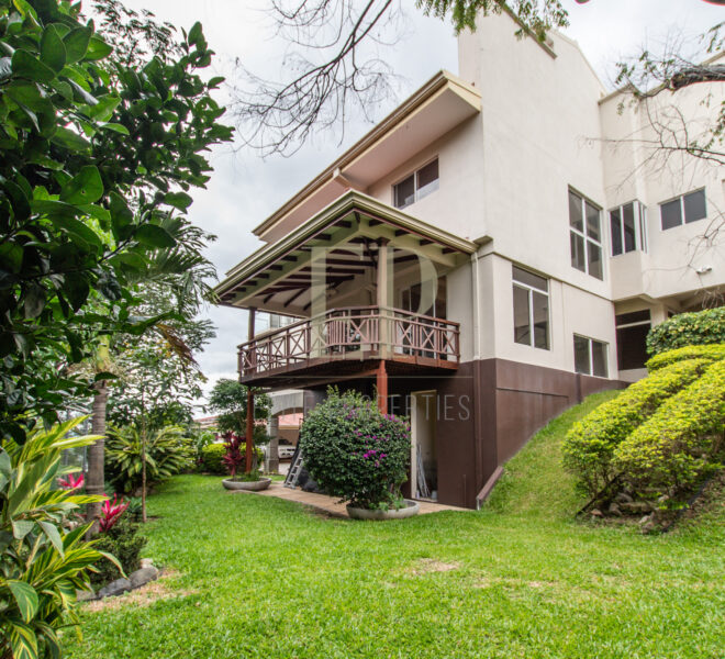 home with private pool in condominium Escazu Guachipelin