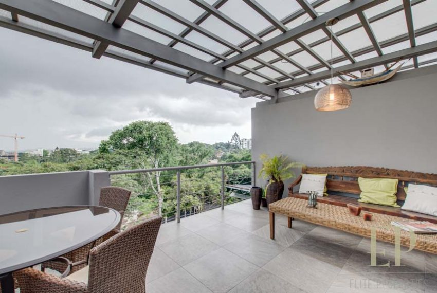 CONTEMPORARY HOME WITH AMPLE TERRACE AND BACKYARD Escazu