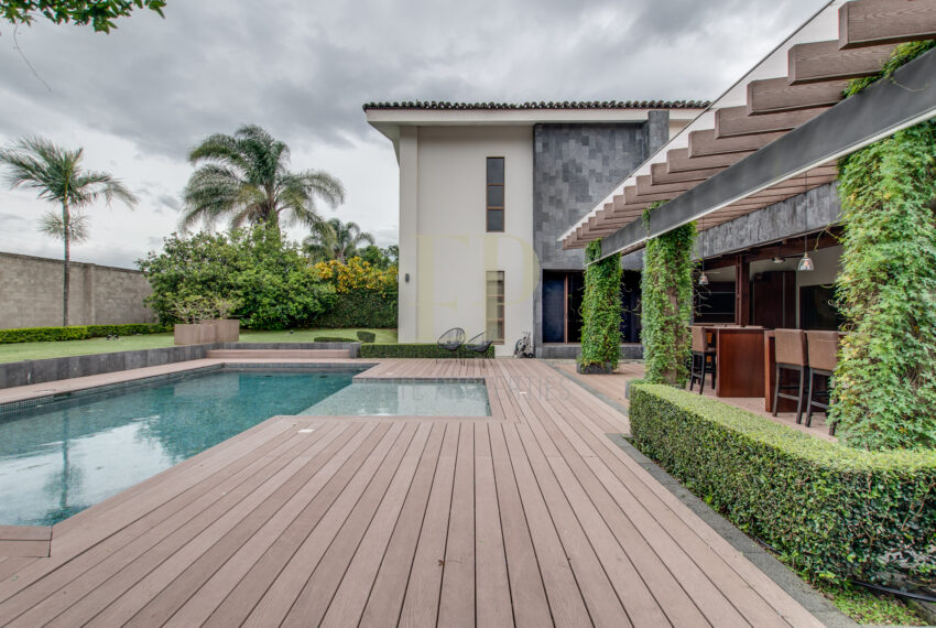 independent house for sale with heated pool Belen