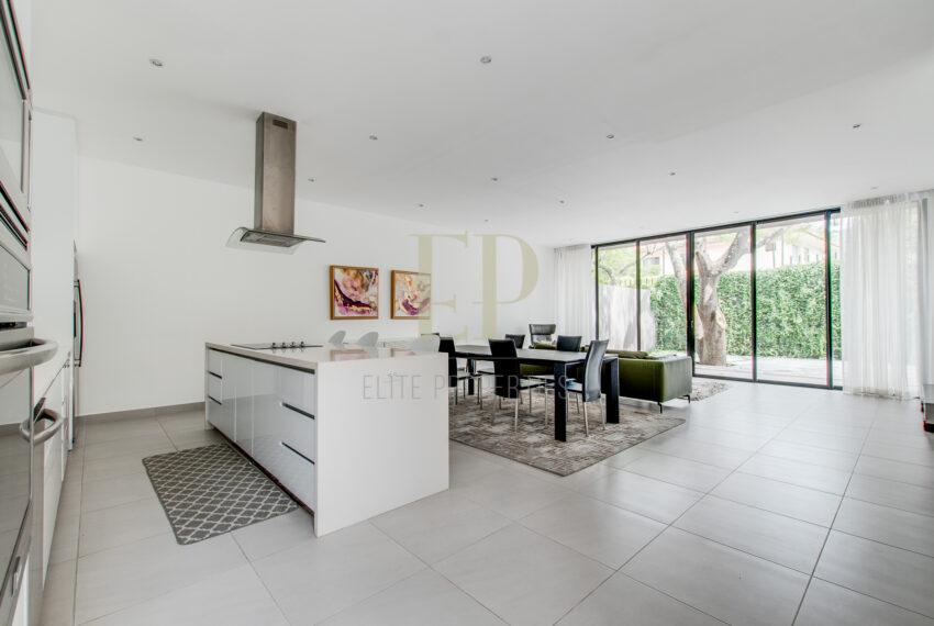 One level, modern home with patio Santa Ana Rio Oro
