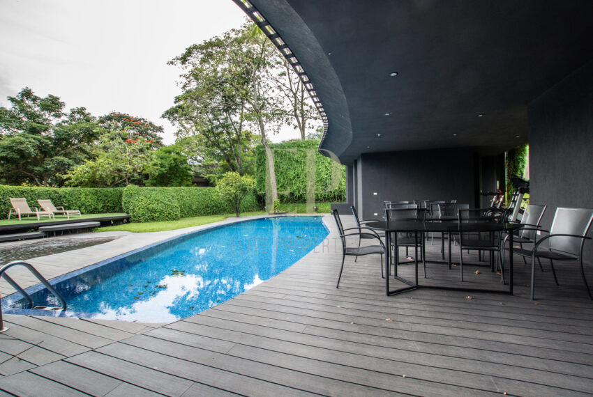 One level, modern home with patio Santa Ana Rio Oro