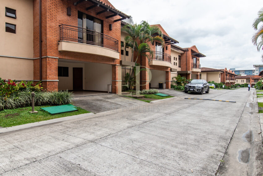 rent home in condominium Escazu Trejos Montealegre near Texas Tech